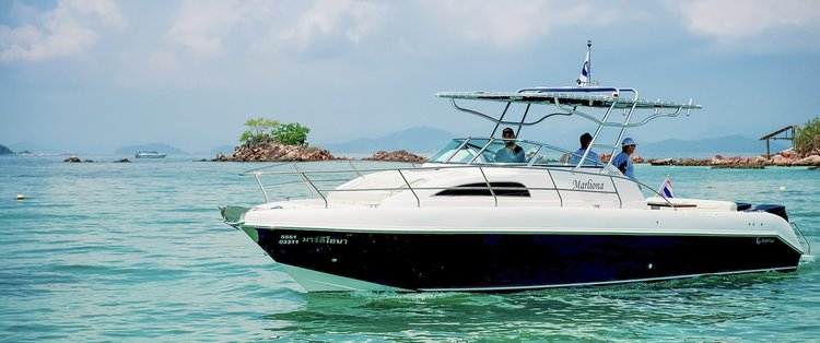 Center console boat for rent in Limassol