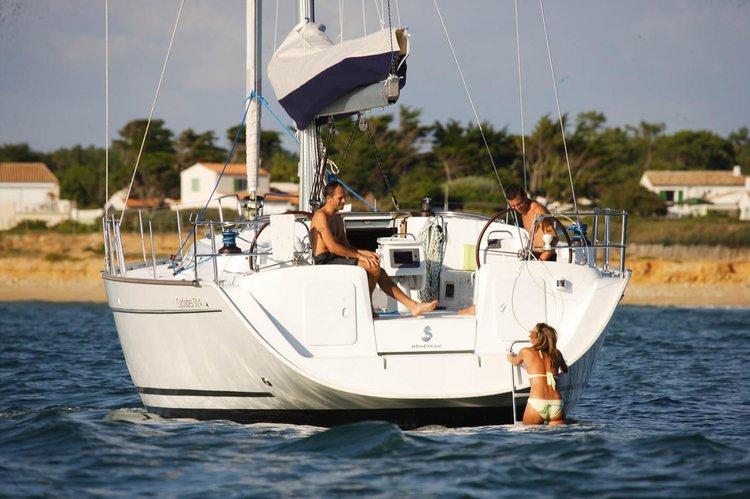 Benetau Cyclades 50.5 available for skippered charterin Gzira, Malta