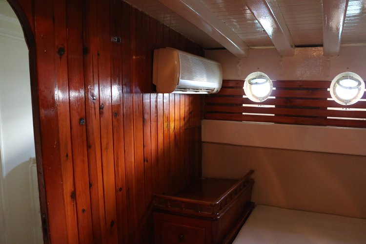 Up to 12 persons can enjoy a ride on this Classic boat