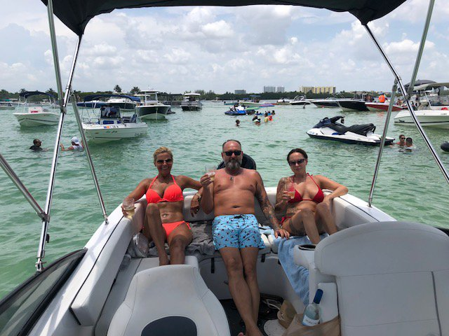 Bow rider boat rental in 908 NE 20th Ave, Ft Lauderdale 33304, FL