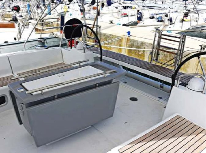 Discover St Julian's surroundings on this Oceanis 48 Beneteau boat