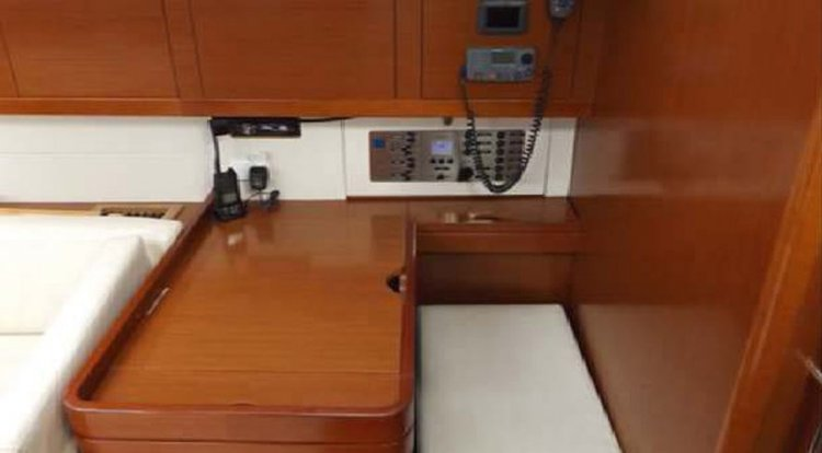This 50.0' Beneteau cand take up to 14 passengers around St Julian's
