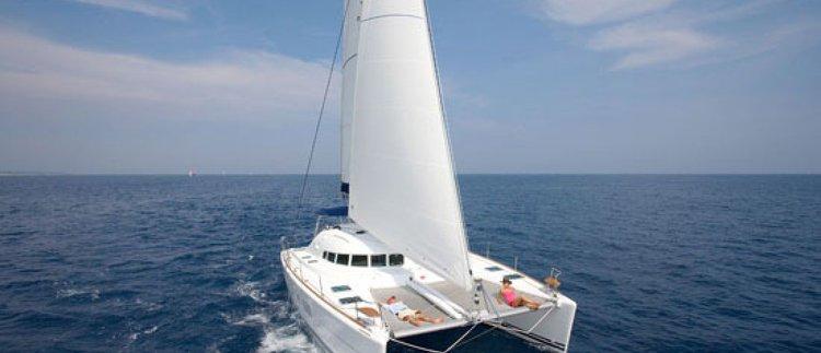 Enjoy sailing in Malta aboard Lagoon 410