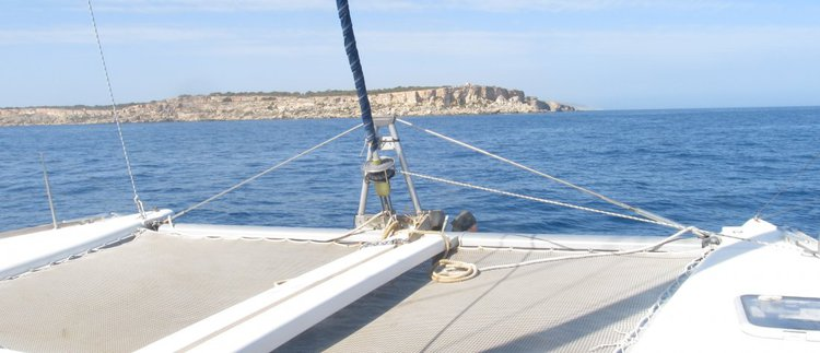Discover St Julian's surroundings on this 410 Lagoon boat