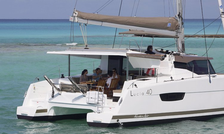 Discover Nassau surroundings on this 40 Lucia boat