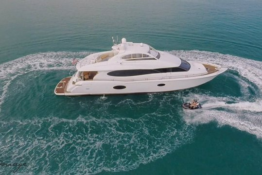 Rent a Luxury Yachting Experience! 84' Lazzara