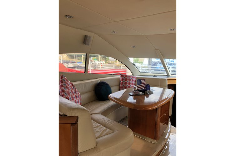 Discover Buffalo surroundings on this Manhattan Sunseeker boat