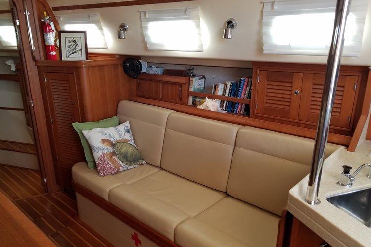 This 38.0' Island Packet Yachts cand take up to 6 passengers around Miami