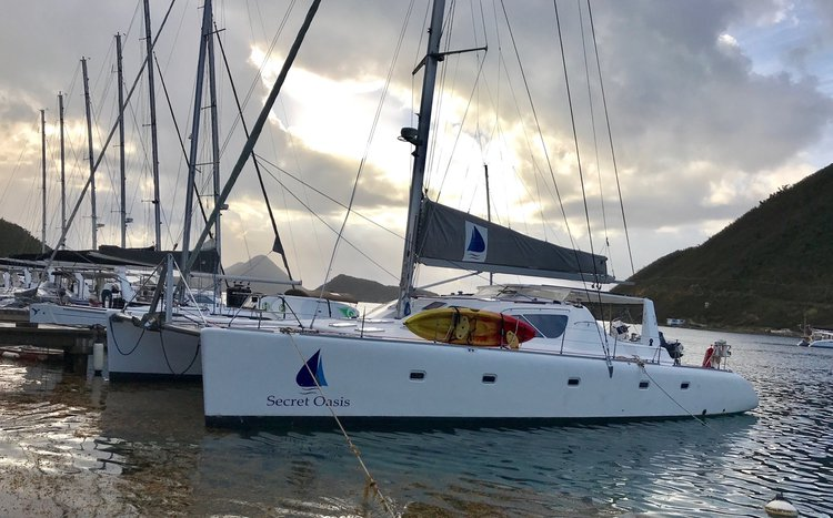 Discover Tortola surroundings on this 580 Voyage boat