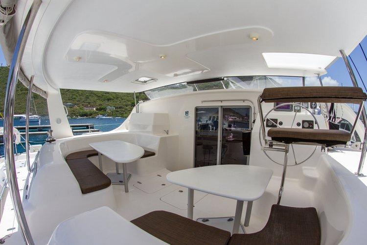 This 58.0' Voyage cand take up to 14 passengers around Tortola
