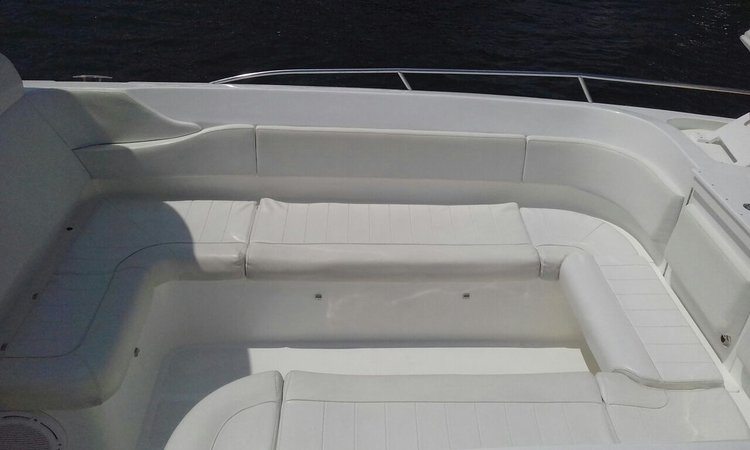 Bow rider boat for rent in Cartagena