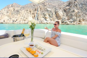 Boating is fun with a Sea Ray in Cabo San Lucas