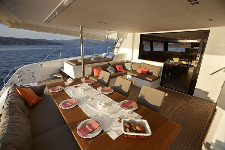 Discover Road Town surroundings on this 58 Ipanema boat