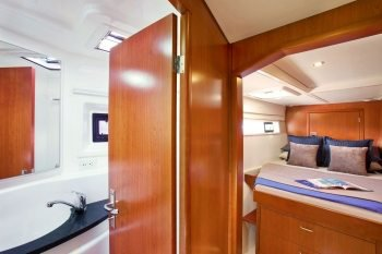 This 48.0' Leopard cand take up to 4 passengers around Road Town