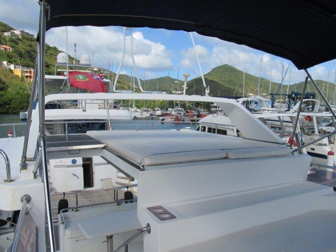 This 56.0' Horizon cand take up to 8 passengers around Tortola