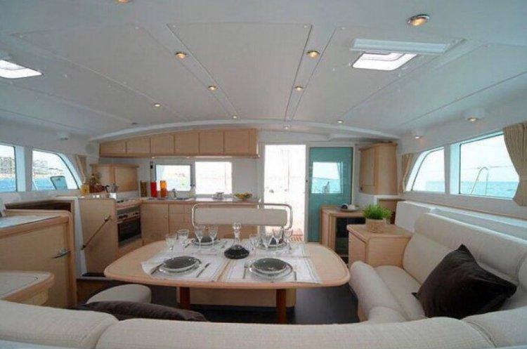 Discover Lisboa surroundings on this 440 Lagoon boat