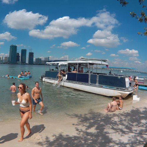 Discover Miami surroundings on this 40P CORINTHIAN boat