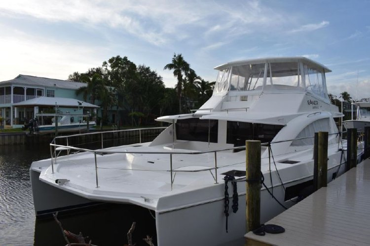 This 51.0' Leopard cand take up to 12 passengers around Road Town