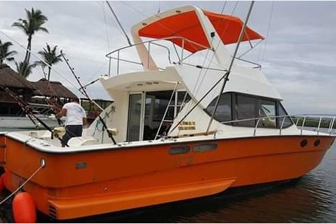 Experience fishing in Port Louis on board this elegant motor boat
