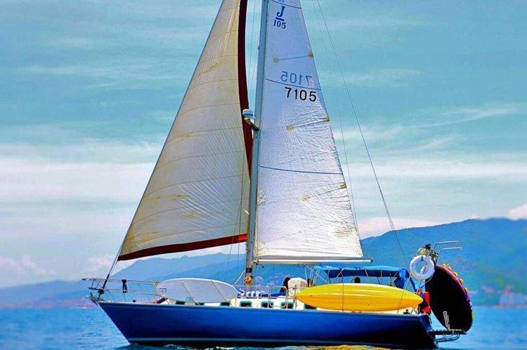Enjoy luxury and comfort on this Nayarit sailing yacht rental