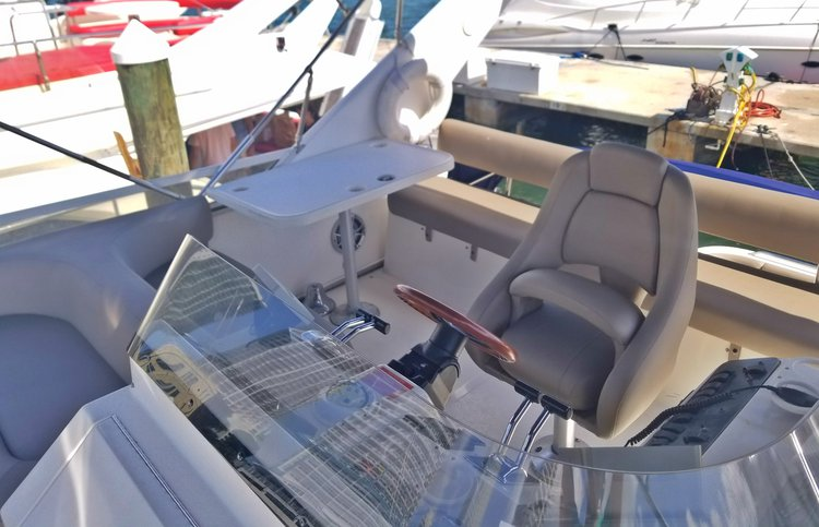 Discover Miami surroundings on this 44'Sea Ray Flybridge 44'Sea Ray Flybridge boat
