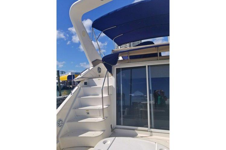 Flybridge boat for rent in Miami