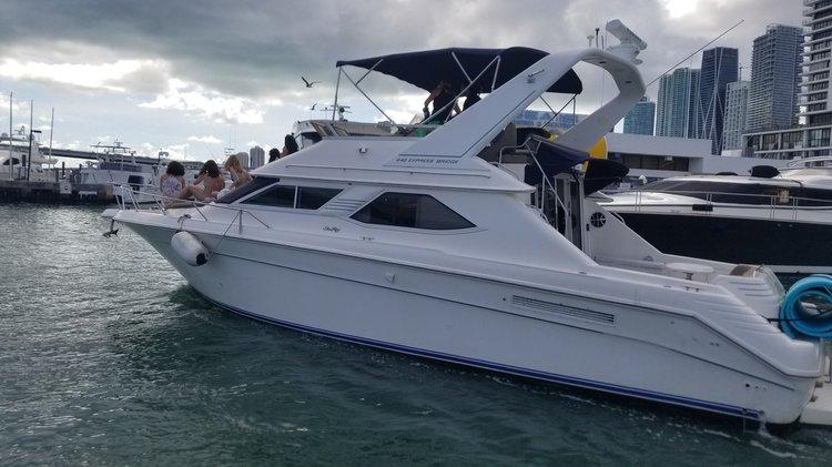 44.0 feet 44'Sea Ray Flybridge in great shape
