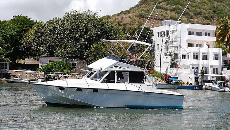 Discover Flacq surroundings on this Custom Custom boat