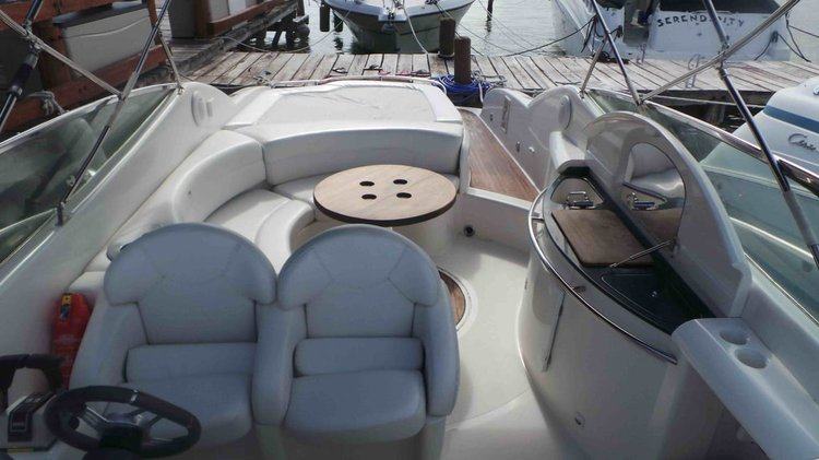 Discover Cancún surroundings on this 33 Sessa boat