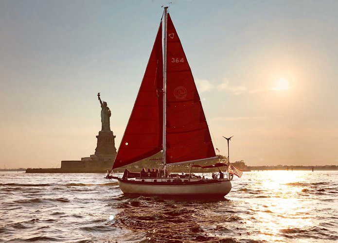Discover New York surroundings on this Tayana 37 Tayana boat
