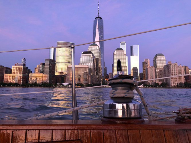 Classic boat for rent in New York