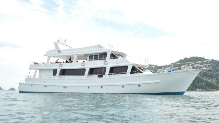 Mega yacht boat for rent in Port Klang