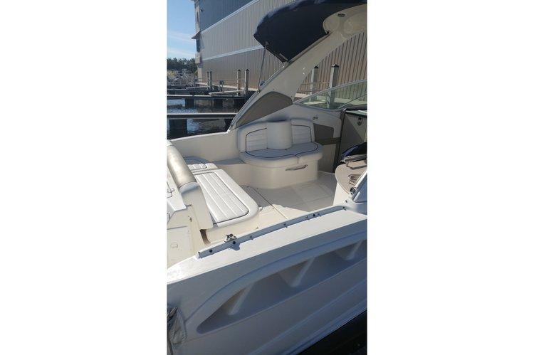 Discover Tarpon Springs surroundings on this 290 Sundancer Sea Ray boat