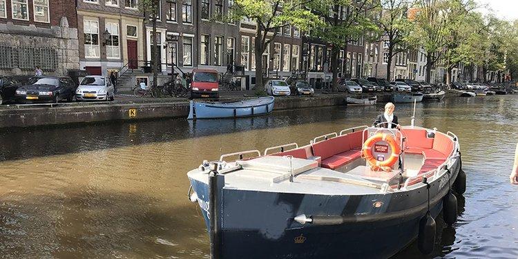 This 33.0' Custom cand take up to 36 passengers around Amsterdam