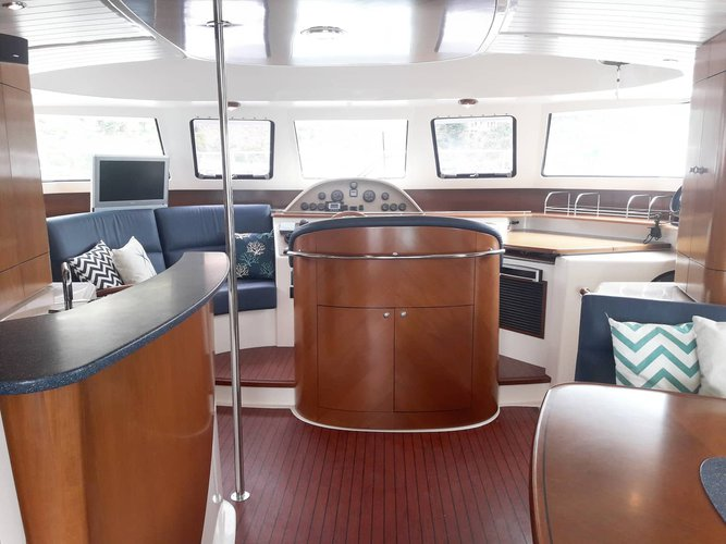 Discover Vieux Port surroundings on this 4.1 O.V. Bali boat