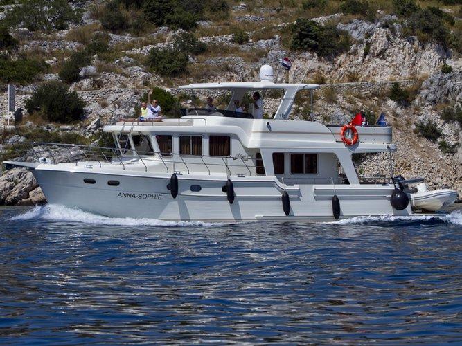 Jump aboard this beautiful Adagio Yachts Adagio Europa 51.5