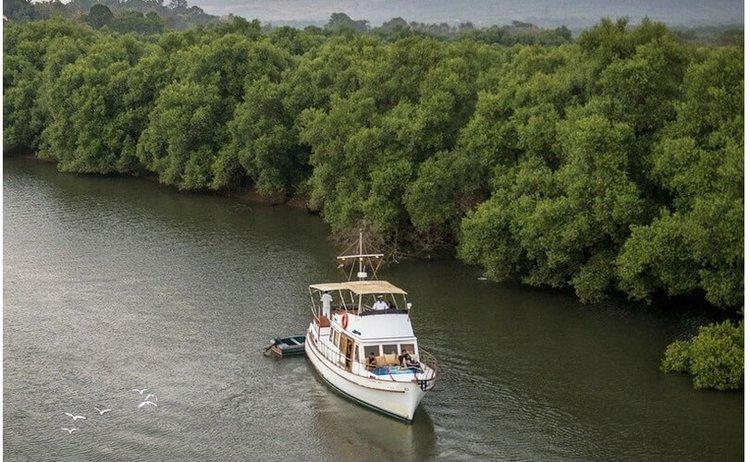 Boat rental in Penha De França,