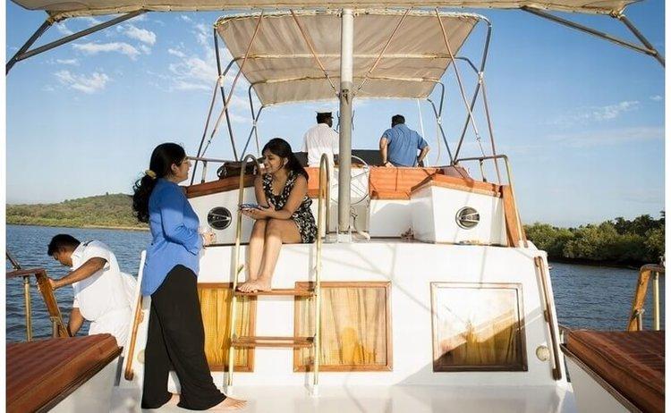 Boat for rent Custom 42.0 feet in Penha De França, India