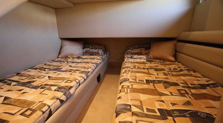 Discover Mumbai surroundings on this 550 Ferro boat