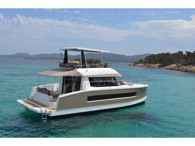 Explore Cogolin on this beautiful motor boat for rent