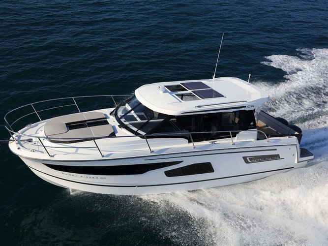 This motor boat charter is perfect to enjoy Split