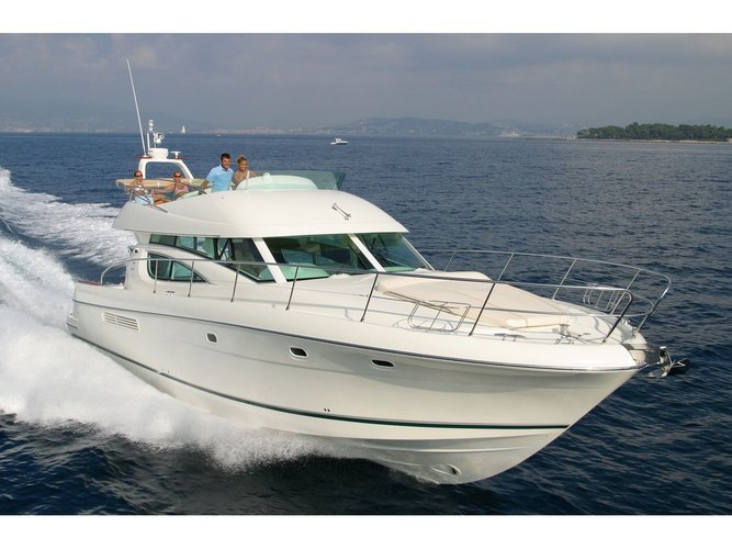 Charter this amazing Jeanneau Prestige 46 Fly-a in Cannigione, IT