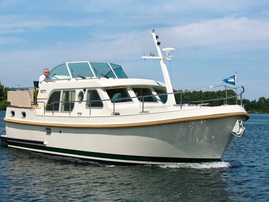 Explore Kuurne on this beautiful motor boat for rent