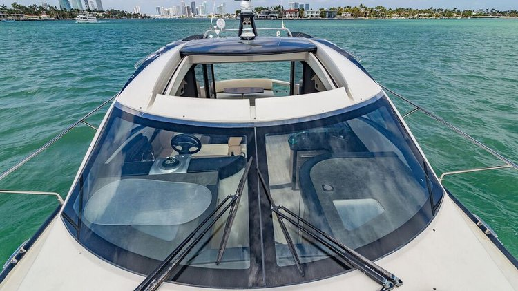 Express cruiser boat for rent in Miami