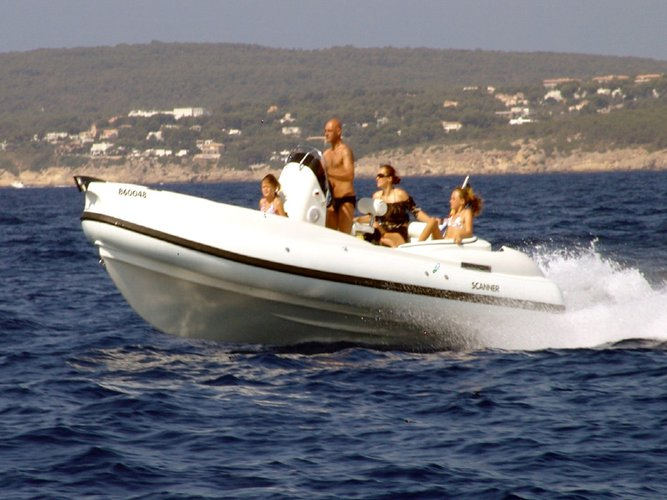 This 21.0' Scanner cand take up to 9 passengers around Tivat