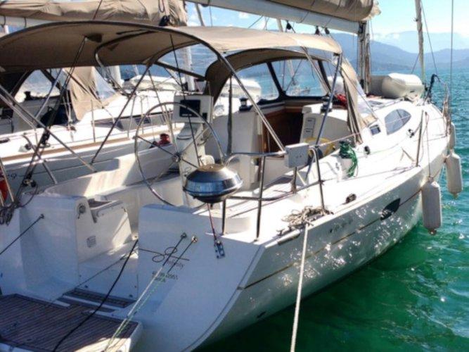 Experience Paraty - Rio de Janeiro on board this elegant sailboat
