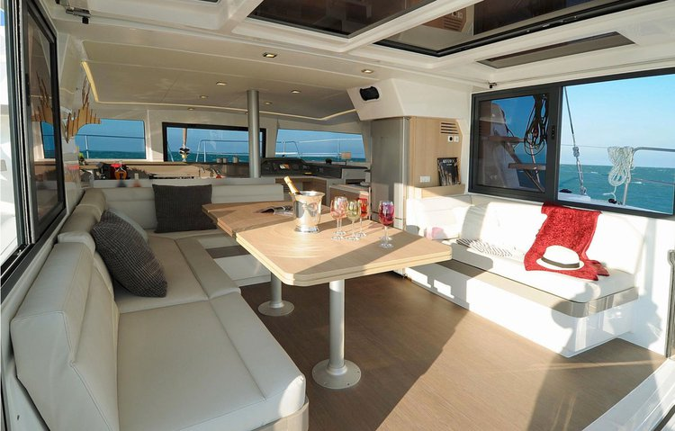 Discover Newport surroundings on this 4.1 Bali boat