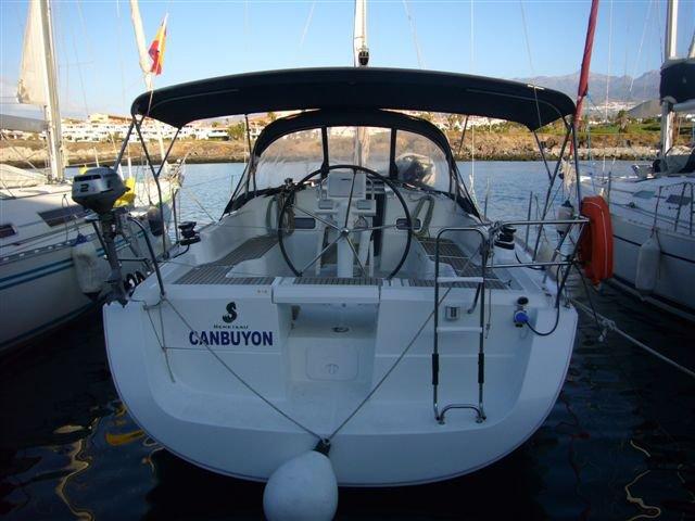 This sailboat charter is perfect to enjoy Palma de Mallorca