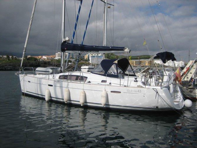 Enjoy luxury and comfort on this Beneteau Oceanis 43 in Palma de Mallorca