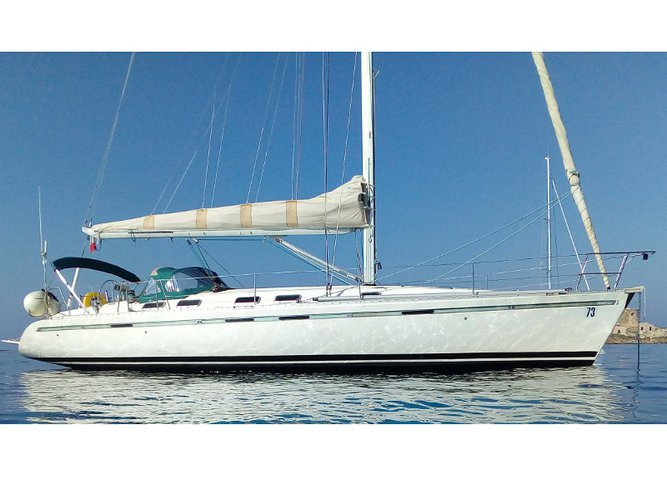 Discover Saint-Mandrier-sur-Mer in style boating on this sailboat rental